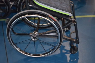 Elevating manual wheelchair